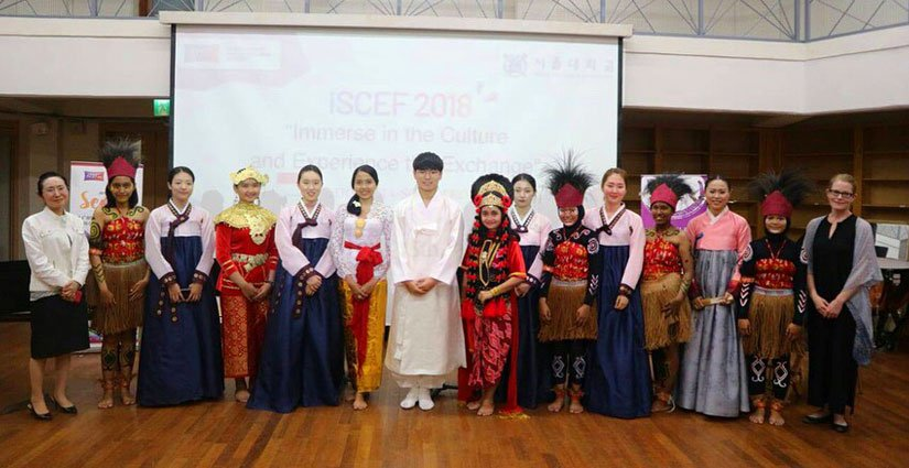 Mahasiswa UNAIR Kenalkan Tari Tradisional Indonesia ke Korsel