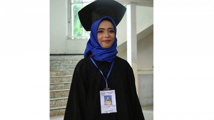 Sempat Dicibir Tetangga, Mahasiswi Ini Justru Jadi Salah Satu Lulusan Terbaik